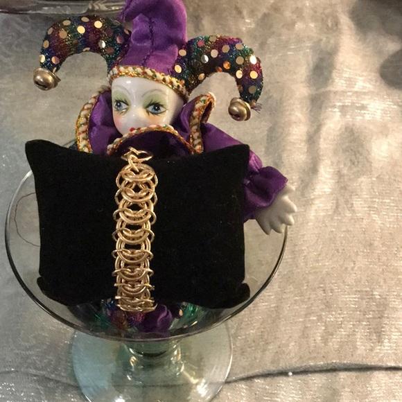 Gold tone link fashion chain bracelet by Monet!